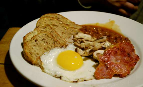 13_toronto-eat-healthy_hostelling-international_breakfast-kanuck