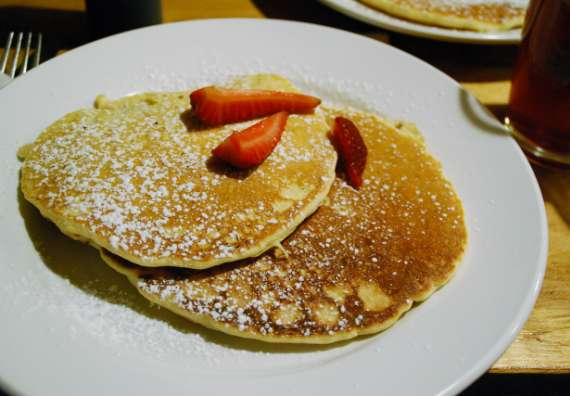 14_toronto-eat-healthy_hostelling-international_breakfast-pancakes