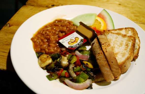 15_toronto-eat-healthy_hostelling-international_breakfast-vegan